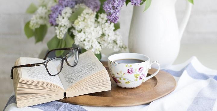 ksiazka okulary kwiaty