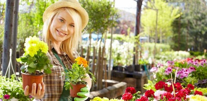 opiekunka ogrod kwiaty