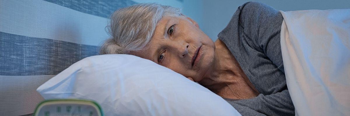 przyczyny bezsenności u osób starszych